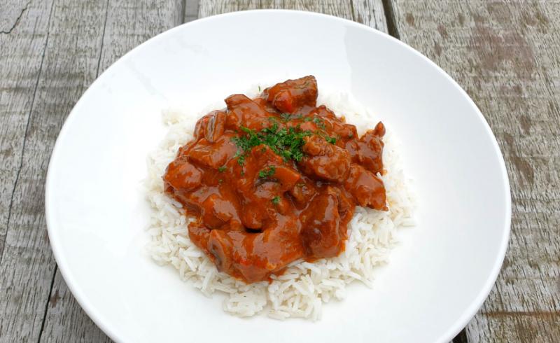 Hongaarse goulash met Basmati rijst ~normale portie~