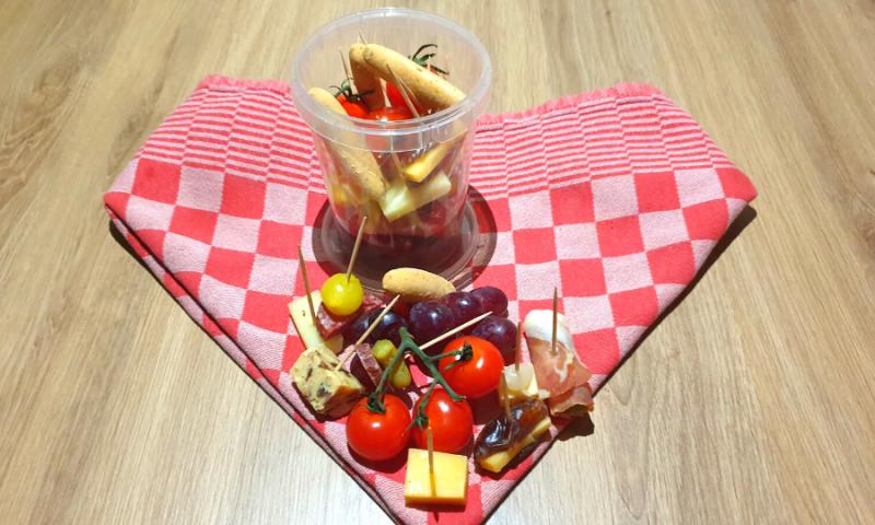 Jarcuterie met vlees, kaas en fruit